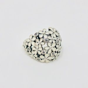 Like 🆕 PANDORA retired sterling/enamel daisy ring